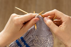 hands knitting a sock