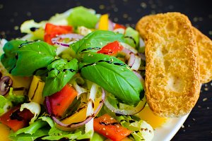 Fresh vegetable salad with bread