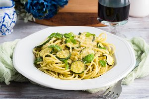 Spaghetti dish with zucchini and mint