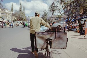 The old man vendor in Dalat market