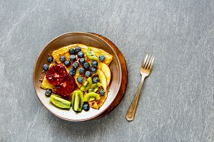 Warm pancakes with fruits