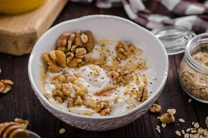 Fresh cheese with honey and walnuts