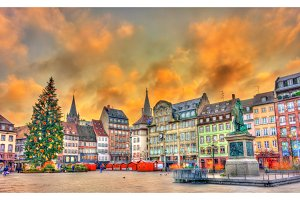 Christmas tree and statue of General Kleber in Strasbourg, France