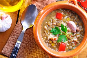Lentil stew with red pepper