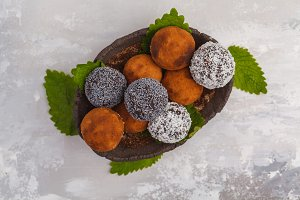 Healthy vegan Raw Energy Balls