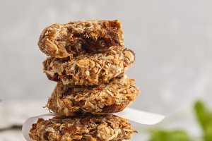 Vegan oatmeal cookies with dates