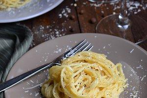 Italian Pasta Cacio e Pepe
