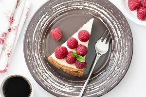 Top view of cheesecake with berries