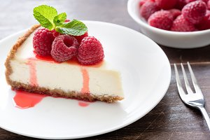Classical cheesecake with raspberry