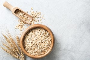 Organic rolled oats in wooden bowl