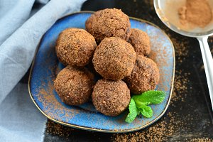 Raw Vegan Sweet Balls