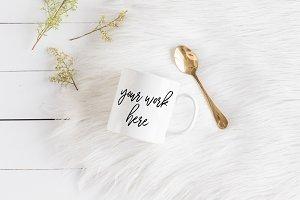 White Coffee Mug Mockup Fur Gold