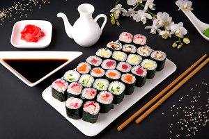 Set of maki with salmon, tuna, chuka
