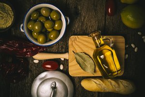 Extra olive oil and food ingredients