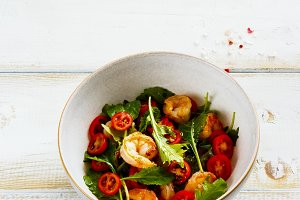 Arugula salad with shrim