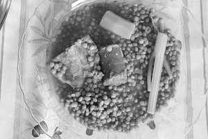 Mediterranen Lentil in Black  White