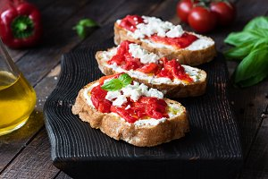 Bruschetta with roasted pepper