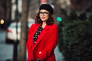professional woman wear eyeglasses