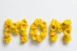 """Flowers spelling """"MOM"""""""