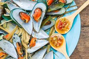 Steamed mussels with sauce