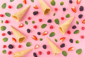 Seamless design of berries and waffl
