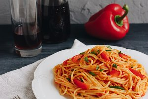 Spaghetti with roasted pepper sauce