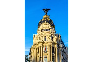 The Edificio Metropolis, a historic building in Madrid, Spain