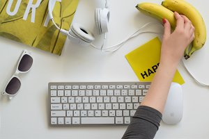 Bright yellow desktop