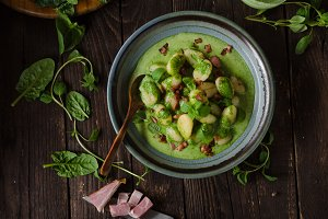 Gnocchi with bacon and basil spinach sauce