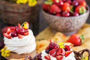Mini Pavlova meringue cake