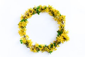 Round border frame made of forsythia