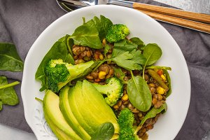 Lentil curry salad with broccoli
