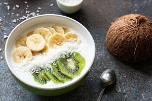 Vegan coconut smoothie bowl