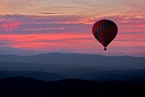 Aerostatic balloon with a red sunset