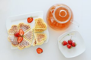 Tea with waffels and strawberries