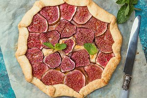 Homemade figs galette
