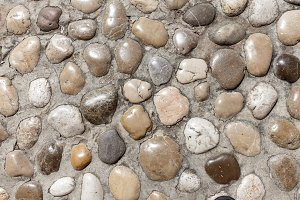 Round stones in concrete