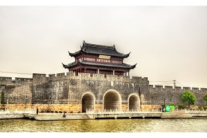 Gate and the city walls of Suzhou