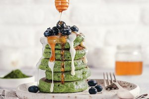 green pancakes with matcha tea