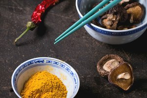 Tumeric powder and shiitake mushroom