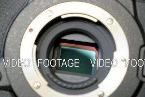 Image stabilization mechanism on the sensor of mirrorless digital camera