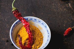 Tumeric powder and red hot chili pep