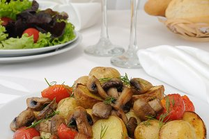 Baked potatoes   of mushrooms