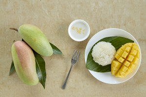 Thai sweet sticky rice with mango