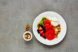Yogurt, fruits and flakes