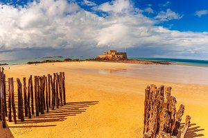 Embankment and beach, Saint-Malo, Brittany, France