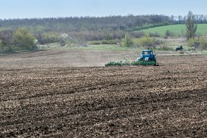 Farm tractor handles earth