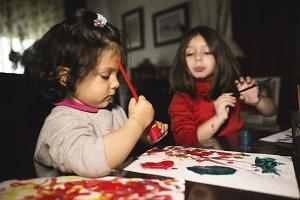 Little girls painting
