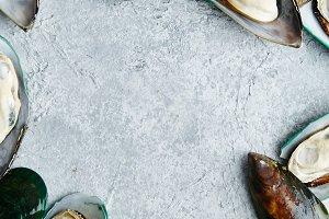 Raw kiwi mussels
