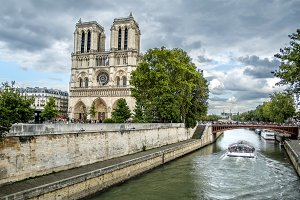 Notre Dame Cathedral and Sena river